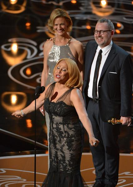 "Darlene Love, center, sings as Janet Friesen, background left, and Morgan Neville accept the award for best documentary feature for ""20 Feet from Stardom"" during the Oscars at the Dolby Theatre on Sunday, March 2, 2014, in Los Angeles. (Photo by John Shearer/Invision/AP)"
