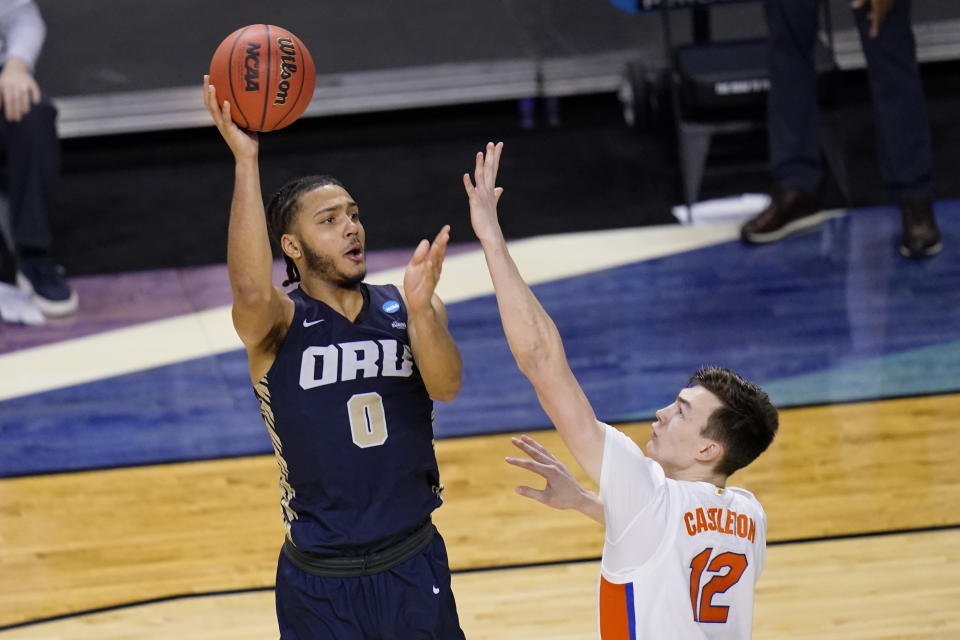 Oral Roberts forward Kevin Obanor (0) shoots over Florida forward Colin Castleton (12) during a second-round win. (AP Photo/AJ Mast)