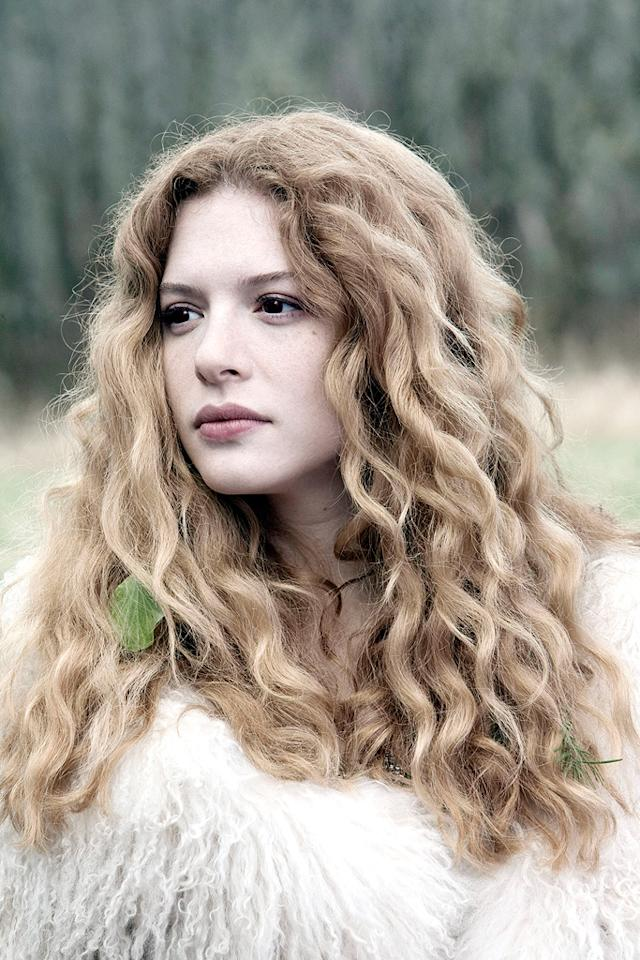 """VICTORIA (<a href=""""http://movies.yahoo.com/movie/contributor/1808939386"""">Rachelle Lefevre</a>):  Full Name: Victoria  Status: Vampire  Date of Birth/Transformation: Unknown  Special Abilities: Skilled at escaping   """"I'm the one with the wicked curve ball."""""""