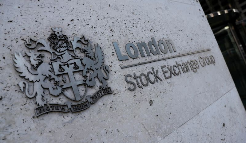 Oil stocks boost FTSE 100 as China data signals recovery