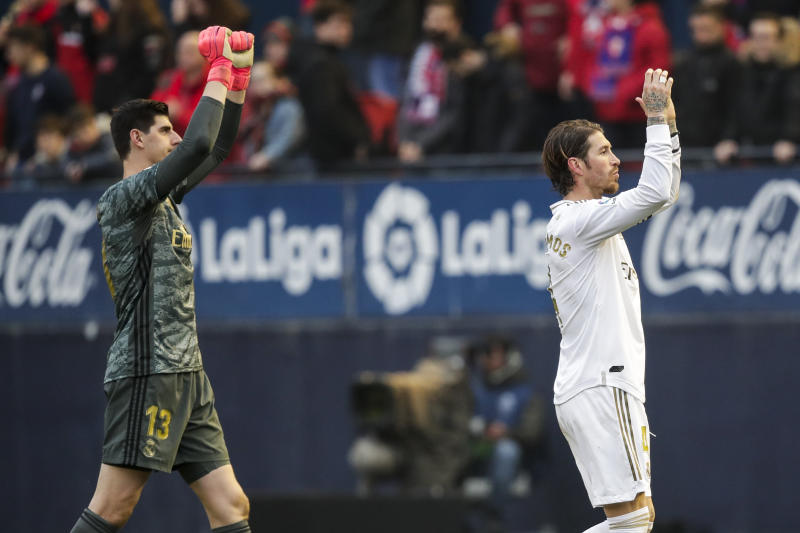 , SPAIN - FEBRUARY 9: (L-R) Thibaut Courtois of Real Madrid, Sergio Ramos of Real Madrid during the La Liga Santander match between Osasuna v Real Madrid on February 9, 2020 (Photo by David S. Bustamante/Soccrates/Getty Images)