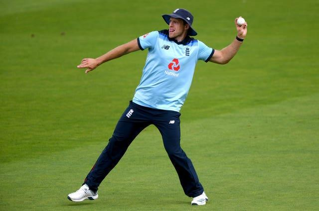 David Willey throws the ball