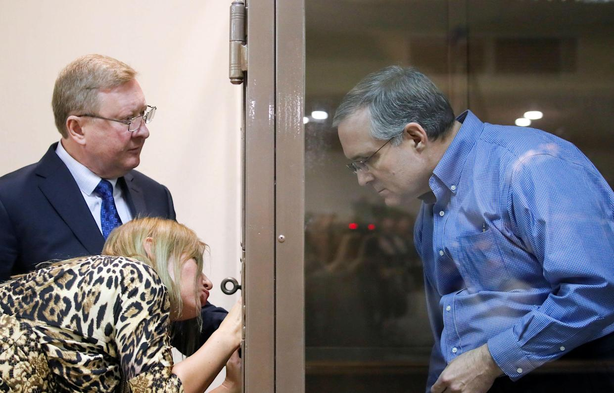 Paul Whelan speaks with his lawyers before a court hearing in Moscow, Jan. 22, 2019. (Photo: Maxim Shemetov/Reuters)