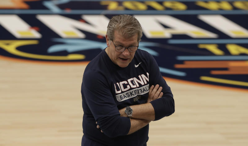 """Connecticut head coach Geno Auriemma called keeping the 3-point line where it is """"stupid."""" (AP Photo/Chris O'Meara)"""