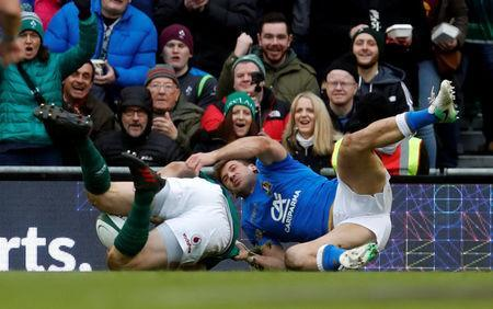 Rugby Union - Six Nations Championship - Ireland vs Italy - Aviva Stadium, Dublin, Republic of Ireland - February 10, 2018 Ireland's Robbie Henshaw scores their fifth try after an interception REUTERS/Russell Cheyne