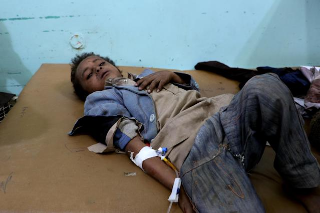 <p>A Yemeni boy lies in the hospital after he was injured by an airstrike in Saada, Yemen, Aug. 9, 2018. (Photo: Naif Rahma/Reuters) </p>