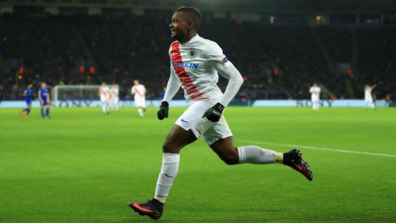 Brighton and Hove Albion look set to be able to call upon the services of Colombian winger Jose Izquierdo after he was given a work permit.