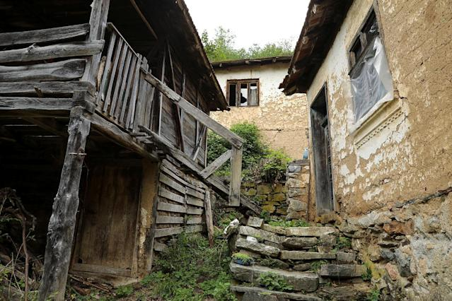 <p>Abandoned houses stand in the empty village of Repusnica, near the southeastern town of Knjazevac, Serbia, Aug. 14, 2017. (Photo: Marko Djurica/Reuters) </p>