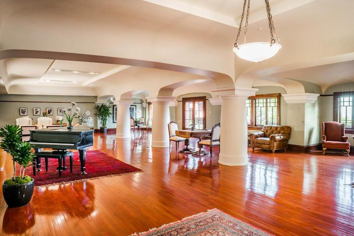 <p>This 2,000-square-foot ballroom, along with its expansive deck, has been known to accommodate fundraisers with up to 500 people in attendance.</p>