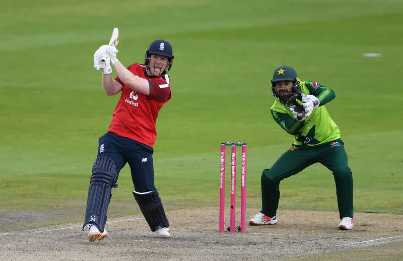 Masterful Morgan leads England to victory in record chase v Pakistan