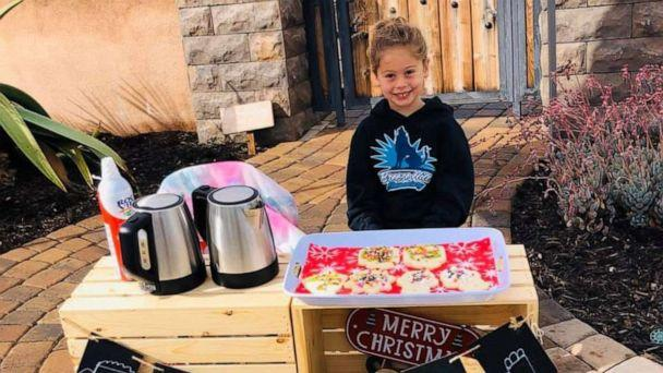PHOTO: For $2, Katelynn Hardee offered neighbors some holiday treats like cocoa, cookies and hot cider. The 5-year-old attends Breeze Hill Elementary School in Vista, California, where the outstanding lunch balances total $616.85. (Karina Hardee)