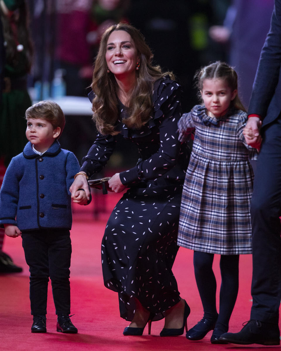 LONDON, ENGLAND - DECEMBER 11: Catherine, Duchess of Cambridge, Prince Louis and Princess Charlotte attend a special pantomime performance at London's Palladium Theatre, hosted by The National Lottery, to thank key workers and their families for their efforts throughout the pandemic on December 11, 2020 in London, England. (Photo by  Aaron Chown - WPA Pool/Getty Images)