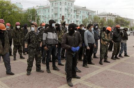 Pro-Russian activists rally in Luhansk