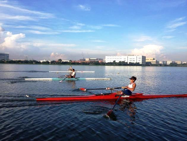 Aisyah rowing at Pandan Reservoir with members of the men's national team. (Photo: Aisyah's Facebook)