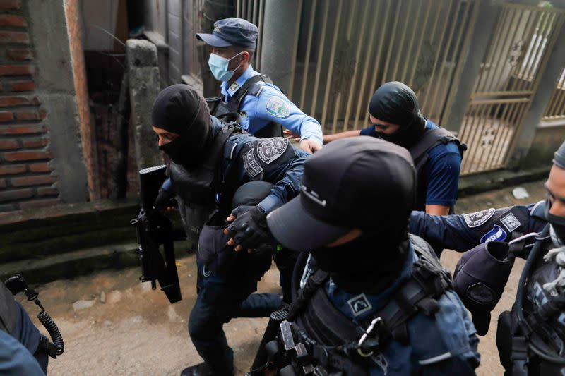 Honduran police arrest five after mob of 600 lynches an Italian man