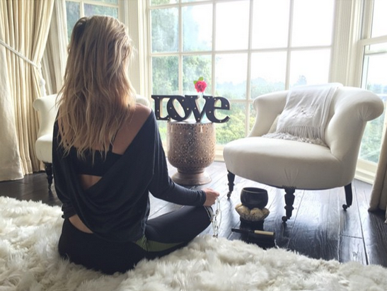 In an effort to stay calm, Kate Hudson opted for #10MinutesofMindfulness before the Golden Globe Awards Ceremony. @katehudson/Instagram