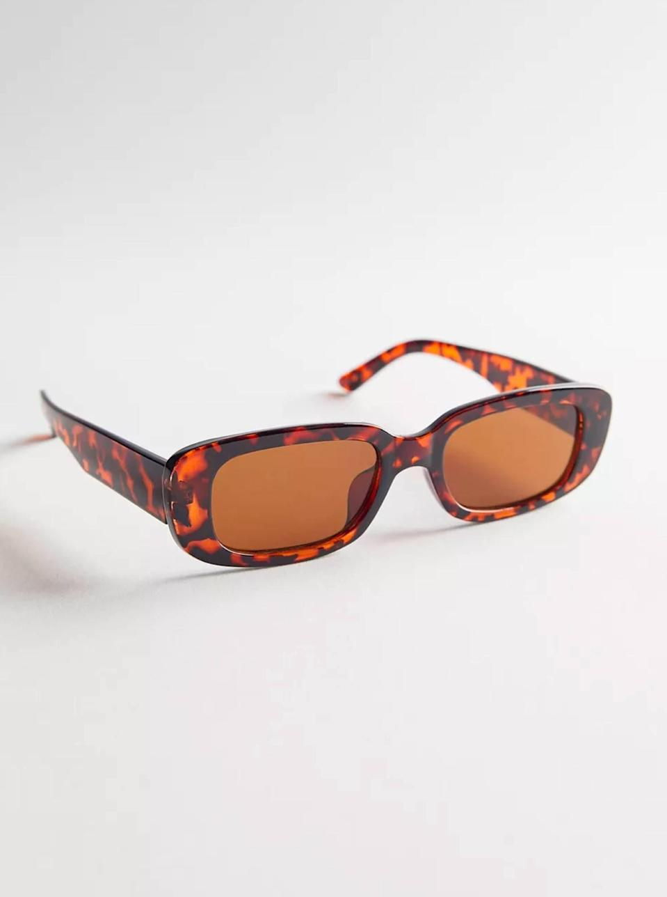 """$16, Urban Outfitters. <a href=""""https://www.urbanoutfitters.com/shop/sabrina-rectangle-sunglasses?"""" rel=""""nofollow noopener"""" target=""""_blank"""" data-ylk=""""slk:Get it now!"""" class=""""link rapid-noclick-resp"""">Get it now!</a>"""