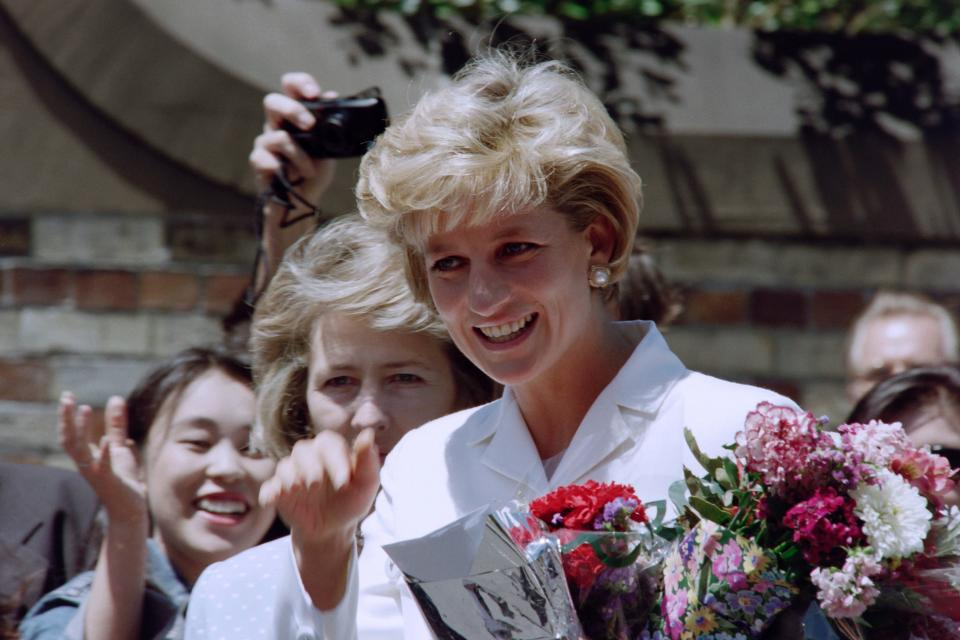 Diana, Princess of Wales, smiles as she meets wellwishers outside St Vincent's Hospice in Sydney on November 2, 1996, her last official engagement in Australia. Diana departs Sydney on November 3 after a four-day private visit. / AFP PHOTO / Torsten BLACKWOOD        (Photo credit should read TORSTEN BLACKWOOD/AFP via Getty Images)