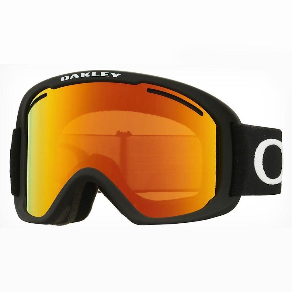 "<p><strong>Oakley</strong></p><p>oakley.com</p><p><strong>$100.00</strong></p><p><a href=""https://go.redirectingat.com?id=74968X1596630&url=https%3A%2F%2Fwww.oakley.com%2Fen-us%2Fproduct%2FW0OO7112S%3Fvariant%3D888392443793%26cid%3DPM-FGS_000000-4.US-Smart%2BPLA-AOV%253E90%26gclid%3DCjwKCAiAt9z-BRBCEiwA_bWv-C1HaD5deXg3kiFxYSKc6NOcec8WT64m37cqS3KbHs6z3pYzda_eGRoC_MsQAvD_BwE%26gclsrc%3Daw.ds&sref=https%3A%2F%2Fwww.menshealth.com%2Ftechnology-gear%2Fg34990440%2Fbest-ski-goggles%2F"" rel=""nofollow noopener"" target=""_blank"" data-ylk=""slk:BUY IT HERE"" class=""link rapid-noclick-resp"">BUY IT HERE</a></p><p>The O-Frames are fairly entry-level, but an ideal pair of goggles for contrast: they utilize high-definition optics to help eliminate any distortion in your vision, giving you a sharp picture of your slope. You get plenty of peripheral vision with Oaklet's streamlined, geometrical frame, and it's designed to be integrated into most skiing helmets. Choose from multiple tint and frame options, including ultra-cool combos like dark brush camo/fire iridium, matte white/persimmon, or heathered grenache/dark grey. It all adds up to a reasonably priced, entry-level goggle that's perfect for your next ski trip.</p>"