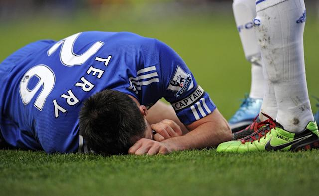 Chelsea's English defender John Terry lies injured after taking a knock to the head during the English Premier League football match on December 28, 2009 (AFP Photo/Adrian Dennis)