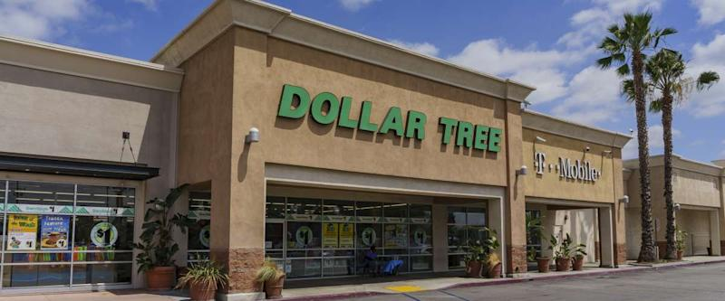Exterior view of the budget store Dollar Tree