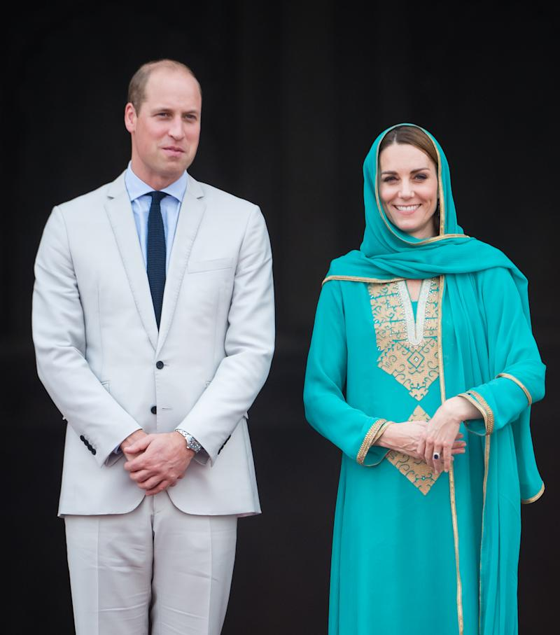 LAHORE, PAKISTAN - OCTOBER 17: Prince William, Duke of Cambridge and Catherine, Duchess of Cambridge visit the Badshahi Mosque on October 17, 2019 in Lahore, Pakistan. Their Royal Highnesses The Duke and Duchess of Cambridge are on a visit of Pakistan between 14-18th October at the request of the Foreign and Commonwealth Office. (Photo by Samir Hussein/WireImage)