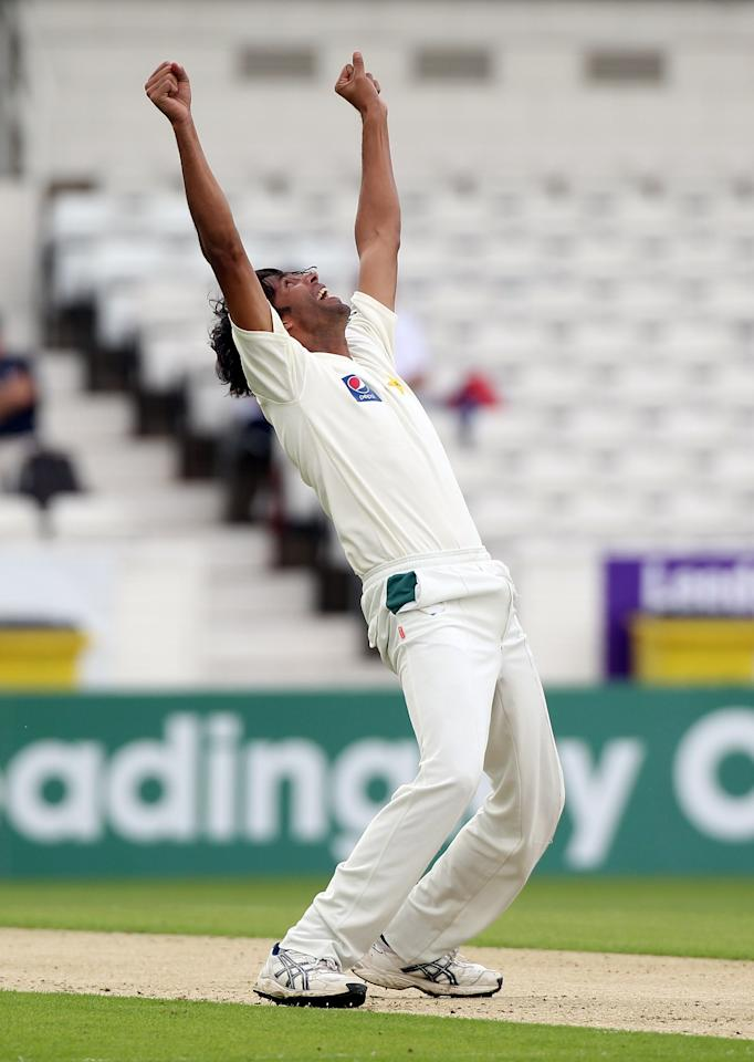 LEEDS, ENGLAND - JULY 21:  Mohammad Asif of Pakistan celebrates the wicket of Shane Watson  during day one of the 2nd Test between Pakistan and Australia at Headingley Carnegie Stadium on July 21, 2010 in Leeds, England.  (Photo by Julian Herbert/Getty Images)