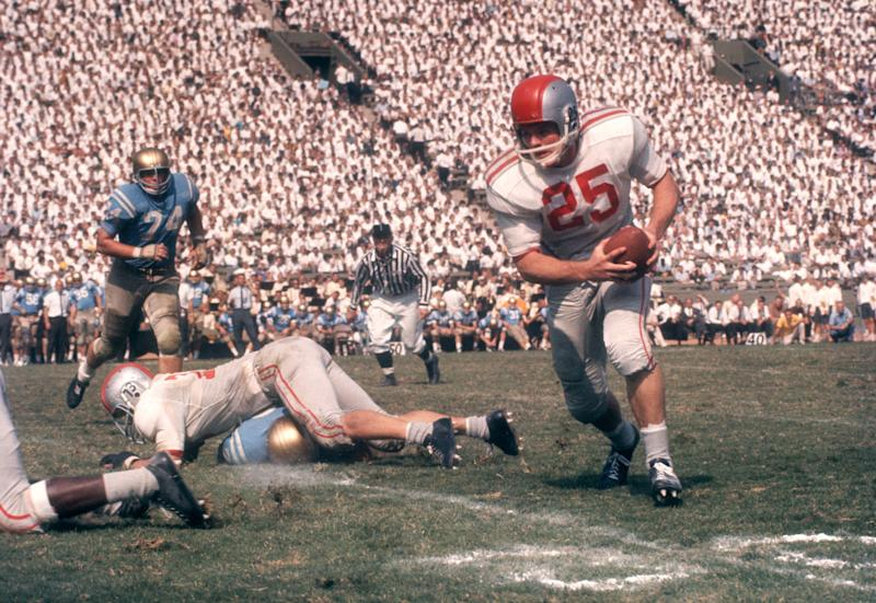 LOS ANGELES, CA - OCTOBER 6: John Mummey #25 of the Ohio State Buckeyes runs with the ball during an NCAA game against the UCLA Bruins on October 6, 1962 at the Los Angeles Memorial Coliseum in Los Angeles, California. (Photo by Hy Peskin/Getty Images) (Set Number: X8760)