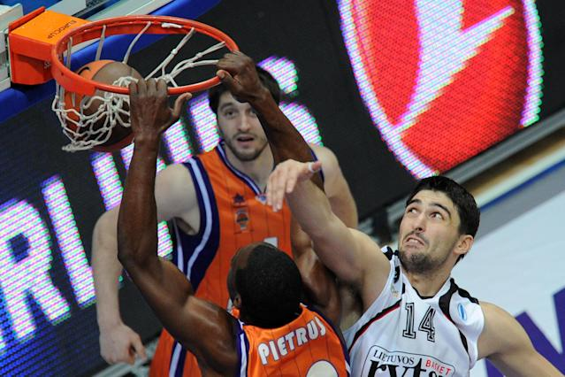 Valencia's Florent Pietrus (L) vies with Vilnius Lietuvos Rytas' Predrag Samardziski during an Eurocup semi-final basketball match between Valencia and Lietuvos Rytas in Khimki, outside Moscow, on April 14, 2012. AFP PHOTO / KIRILL KUDRYAVTSEV (Photo credit should read KIRILL KUDRYAVTSEV/AFP/Getty Images)