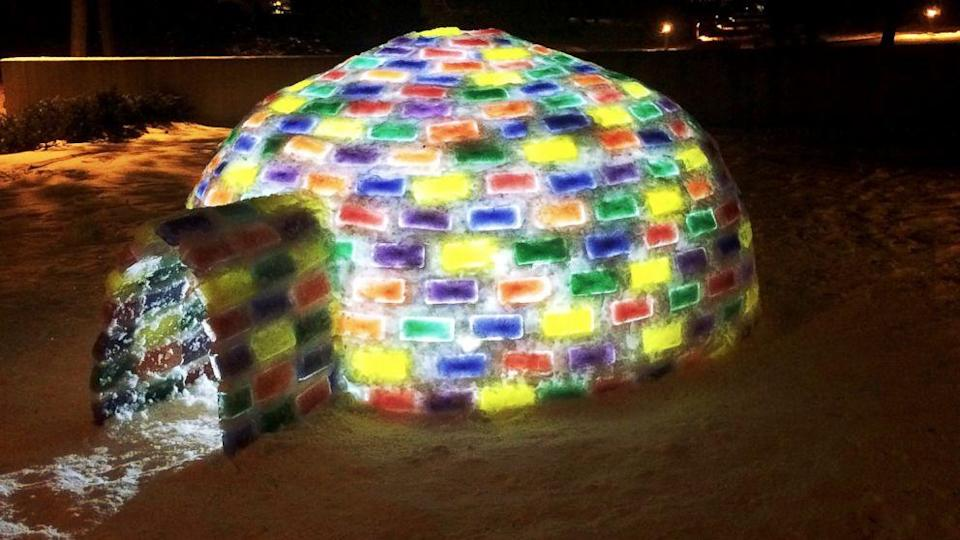 Hockey Player Builds Colorful Igloo Outside of College Dorms (ABC News)