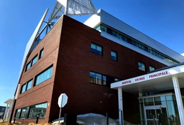 Baie Saint-Paul Hospital's emergency room will once again be open 24/7 thanks to an agreement between the local health authority and hospital staff. (Radio-Canada - image credit)