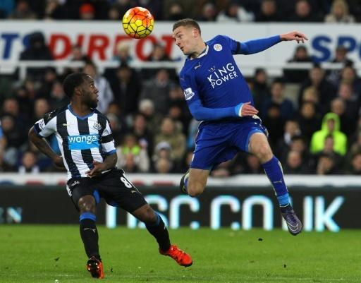 Record-equalling Vardy stars as Leicester go top