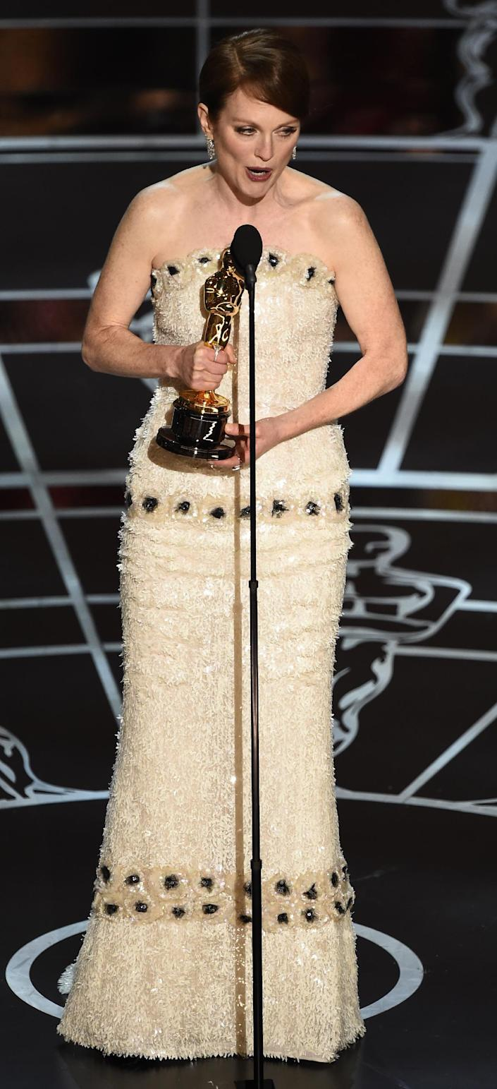 Winner for Best Actress Julianne Moore accepts her award on stage at the 87th Oscars February 22, 2015 in Hollywood, California (AFP Photo/Robyn Beck )