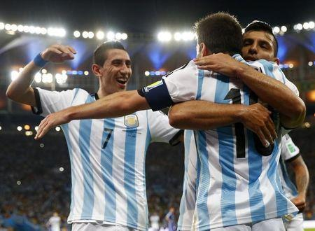 Argentina's Lionel Messi is congratulated by his teammates Sergio Aguero (R) and Angel Di Maria (L) after scoring a goal against Bosnia during their 2014 World Cup Group F soccer match at the Maracana stadium in Rio de Janeiro June 15, 2014. REUTERS/Michael Dalder