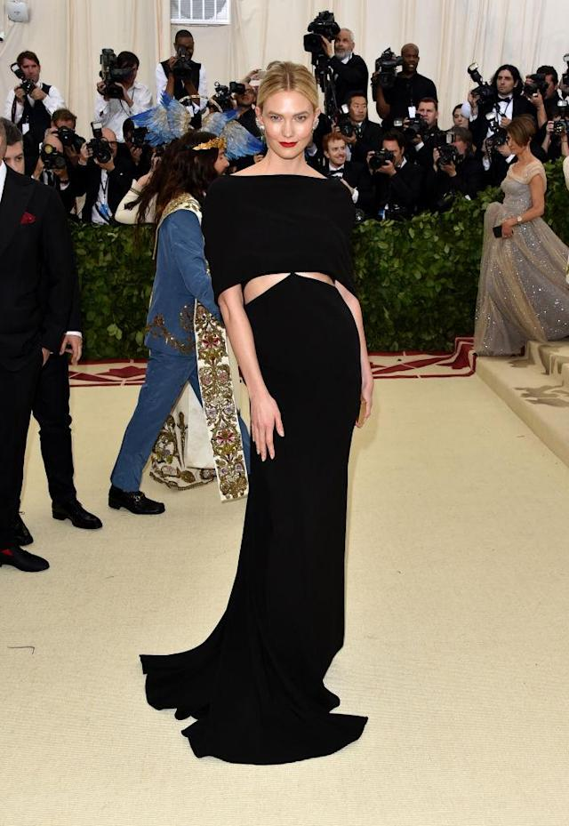 <p>Kloss looked runway ready in a chic Brandon Maxwell off-the-shoulder dress. (Photo: Getty Images) </p>
