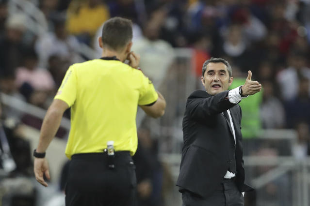 Barcelona's head coach Ernesto Valverde, right, shouts out from the touchline during the Spanish Super Cup semifinal soccer match between Barcelona and Atletico Madrid at King Abdullah stadium in Jiddah, Saudi Arabia, Thursday, Jan. 9, 2020. (AP Photo/Hassan Ammar)