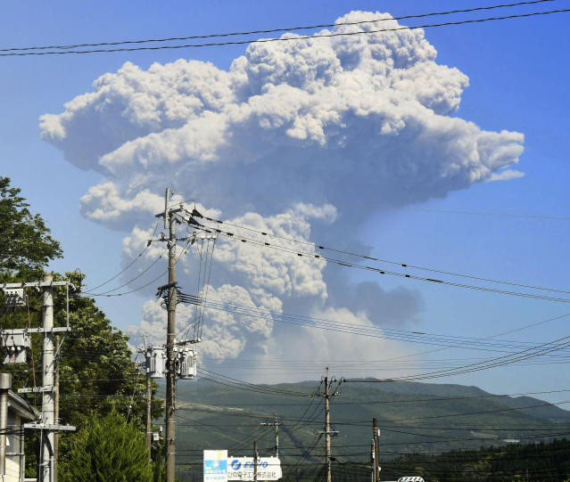 <p>A column of volcanic smoke rises from the Shinmoedake volcano in Yusui town, Kagoshima prefecture, southern Japan, May 14, 2018. The volcano seen in a James Bond film has erupted, shooting up grey smoke and ash thousands of meters (feet) into the sky. (Photo: Tatsuya Suga/Kyodo News/AP) </p>