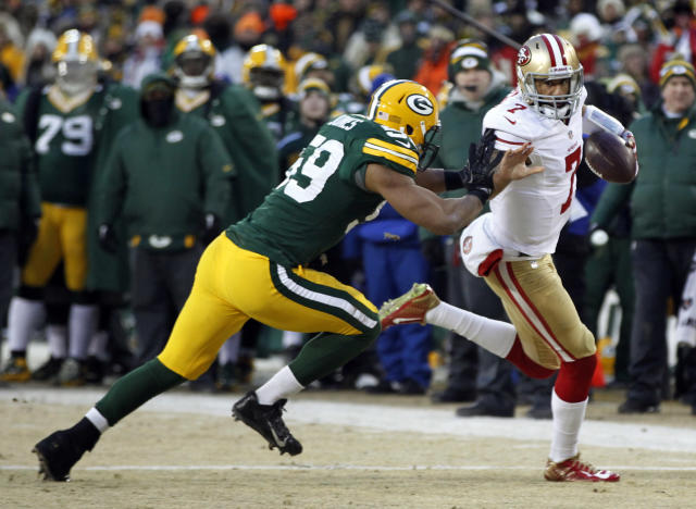 San Francisco 49ers quarterback Colin Kaepernick (7) runs against Green Bay Packers inside linebacker Brad Jones (59) during the first half of an NFL wild-card playoff football game, Sunday, Jan. 5, 2014, in Green Bay, Wis. (AP Photo/Mike Roemer)