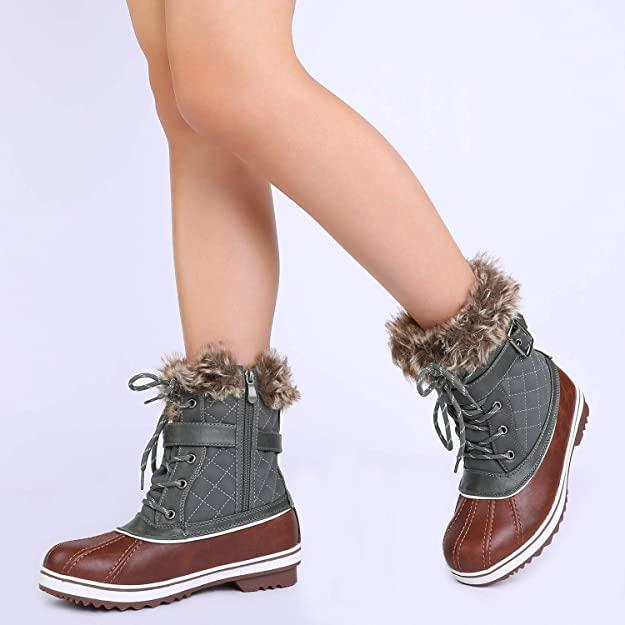 The soft plush faux fur lining will keep your feet warm all day. (Image via Amazon)