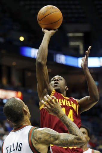 Cleveland Cavaliers' Lester Hudson (14) shoots against Milwaukee Bucks' Monta Ellis (11) during the first half of an NBA basketball game, Wednesday, April 4, 2012, in Milwaukee. (AP Photo/Jeffrey Phelps)
