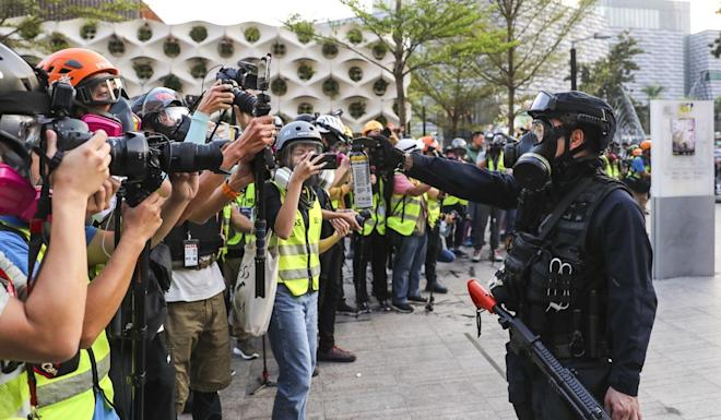 An officer aims pepper spray at a group appearing to comprise only journalists, on another day in Hong Kong when officers repeatedly relied on riot control agents when faced with protests. Photo: Sam Tsang