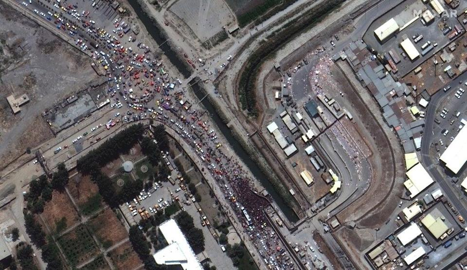 A satellite image shows large crowds gathered at the northern edge of Kabul Airport in Kabul, Afghanistan, 23 August 2021 (EPA-EFE / SATELLITE IMAGE 2021 MAXAR TECHNOLOGIES)