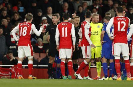 Britain Soccer Football - Arsenal v Leicester City - Premier League - Emirates Stadium - 26/4/17 Arsenal's Nacho Monreal, Mesut Ozil and Laurent Koscielny speak with referee Mike Jones after an incident involving Alexis Sanchez (not pictured) Action Images via Reuters / John Sibley Livepic