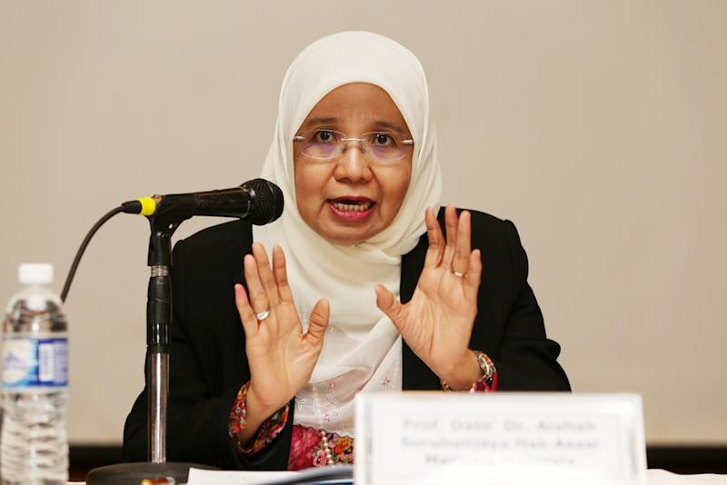 Prof Datuk Aishah Bidin speaks during a public forum at the launch of Pusat Komas' 2018 Malaysia Racial Discrimination report in Kuala Lumpur March 21, 2019. — Picture by Choo Choy May