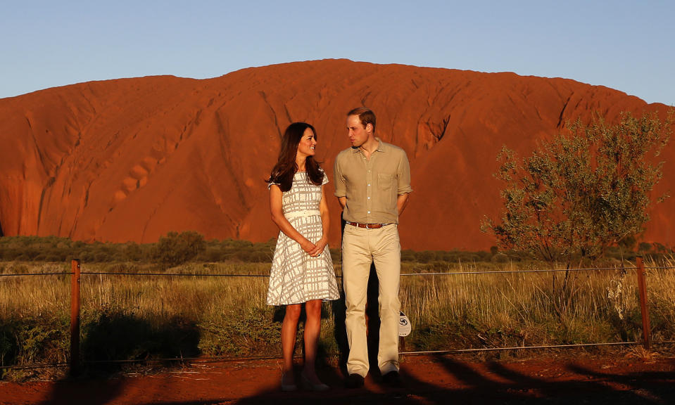 Britain's Prince William and his wife Catherine, Duchess of Cambridge, pose in front of Uluru, also known as Ayers Rock, April 22, 2014. Britain's Prince William, his wife Kate and their son Prince George are on a three-week tour of New Zealand and Australia. REUTERS/Phil Noble (AUSTRALIA - Tags: ROYALS ENTERTAINMENT TPX IMAGES OF THE DAY)