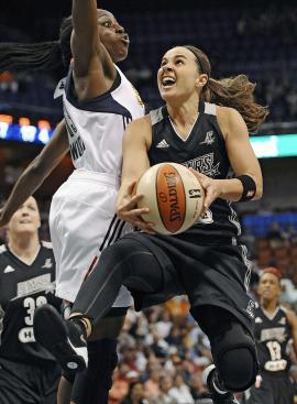 Becky Hammon, right, drives to the basket as Connecticut's Chiney Ogwumike defends. (AP)