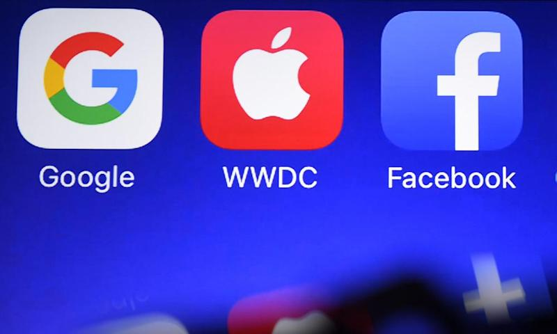 Logos of apps for Google, Apple and Facebook on a phone screen