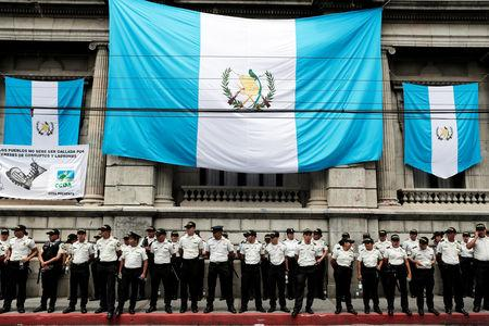 Police officers guard the Congress as demonstrators hold a protest against Guatemala's President Jimmy Morales in Guatemala City, Guatemala September 11, 2018. REUTERS/Luis Echeverria