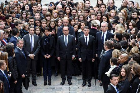 (From L) French Minister for Higher Education and Research Thierry Mandon, French Education Minister Najat Vallaud-Belkacem, French President Francois Hollande and French Prime Minister Manuel Valls observe a minute of silence at the Sorbonne University in Paris to pay tribute to victims of Friday's Paris attacks November 16, 2015. REUTERS/Stephane de Sakutin/Pool