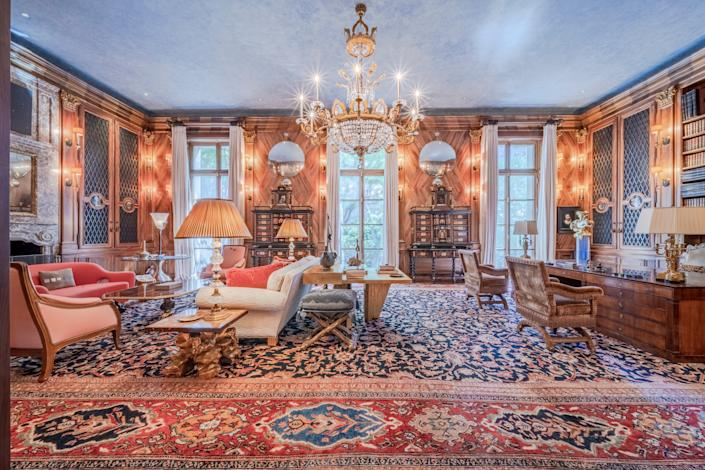"""<div class=""""caption""""> A lavish sitting room within Jeffrey Epstein's former Manhattan townhouse. </div> <cite class=""""credit"""">Courtesy of Modlin Group</cite>"""